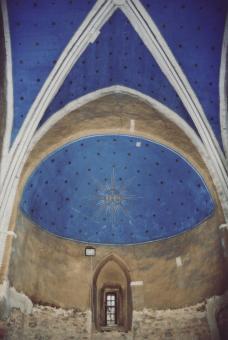 interiér sakristie na počátku oprav